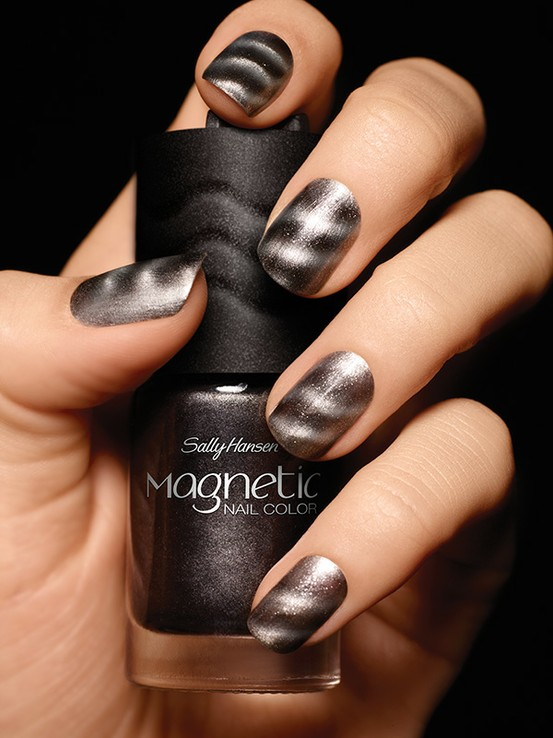Must Try Trend: Magnetic Nail Polish | Graceful Chic