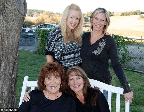 Lynsi her mother and half sisters